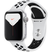 Apple Watch Nike Series 5, 40 мм, корпус из алюминия серебристого цвета, спортивный ремешок Nike «чистая платина/чёрный» (MX3R2)